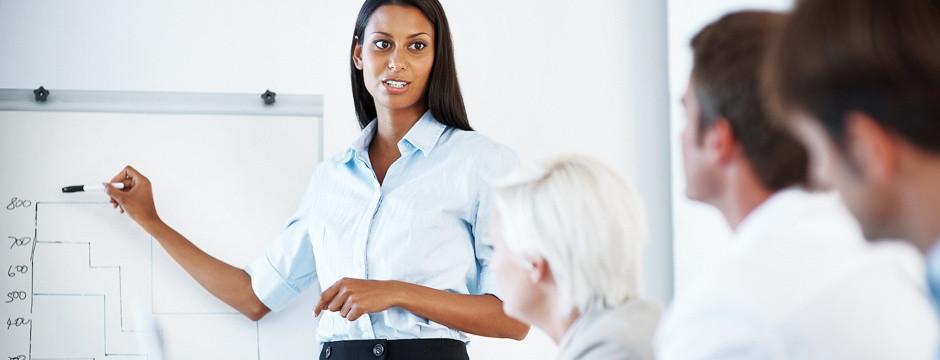 Weiße & Partner Business Academy Frau moderiert Workshop