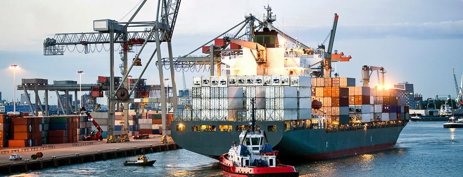 Weiße & Partner Business Consultants Organisationsberatung Containerschiff im Hafen